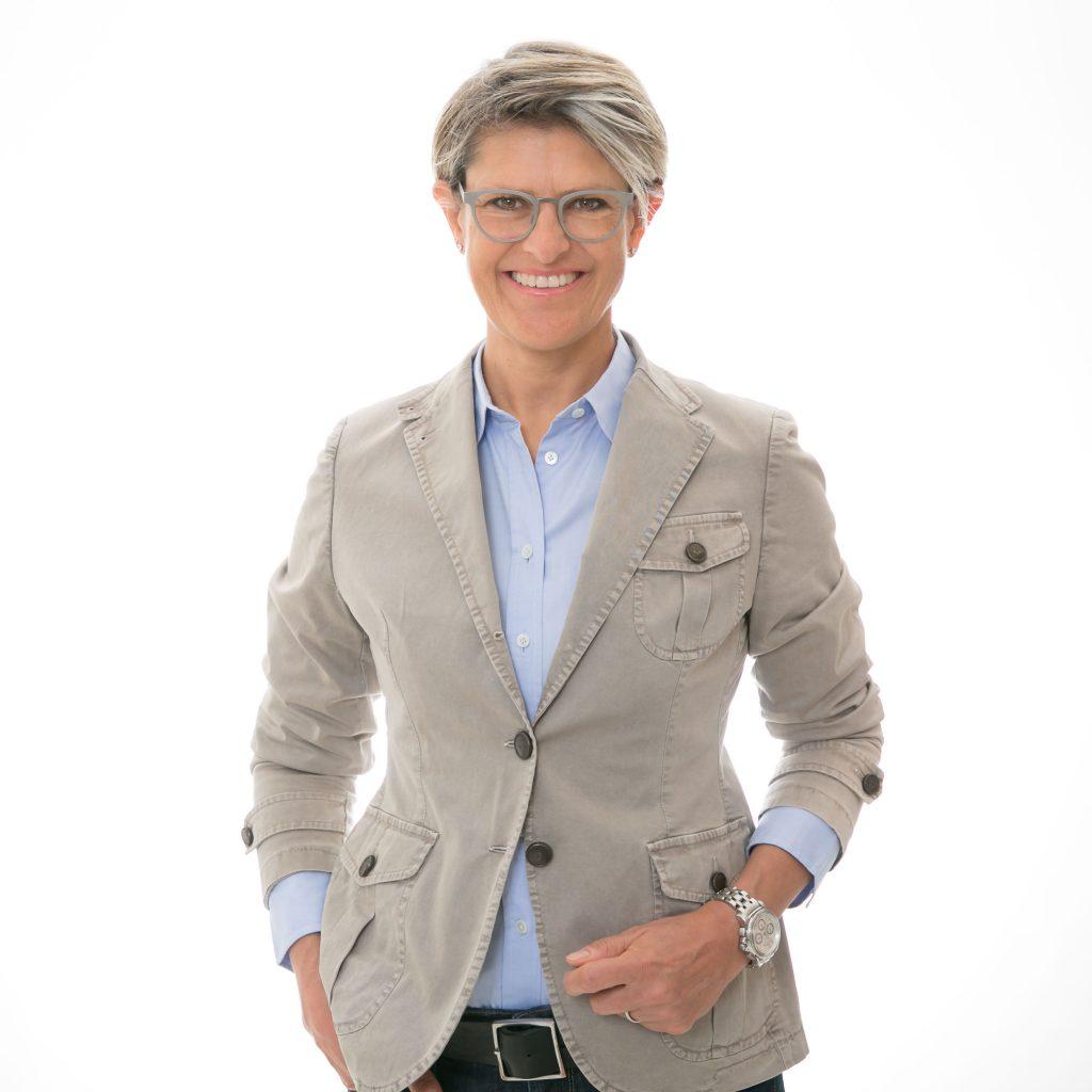 businessfoto fuer webauftritt im fotostudio bilifotos.ch luzern fotografin biljana bili wechsler heller hintergrund foto