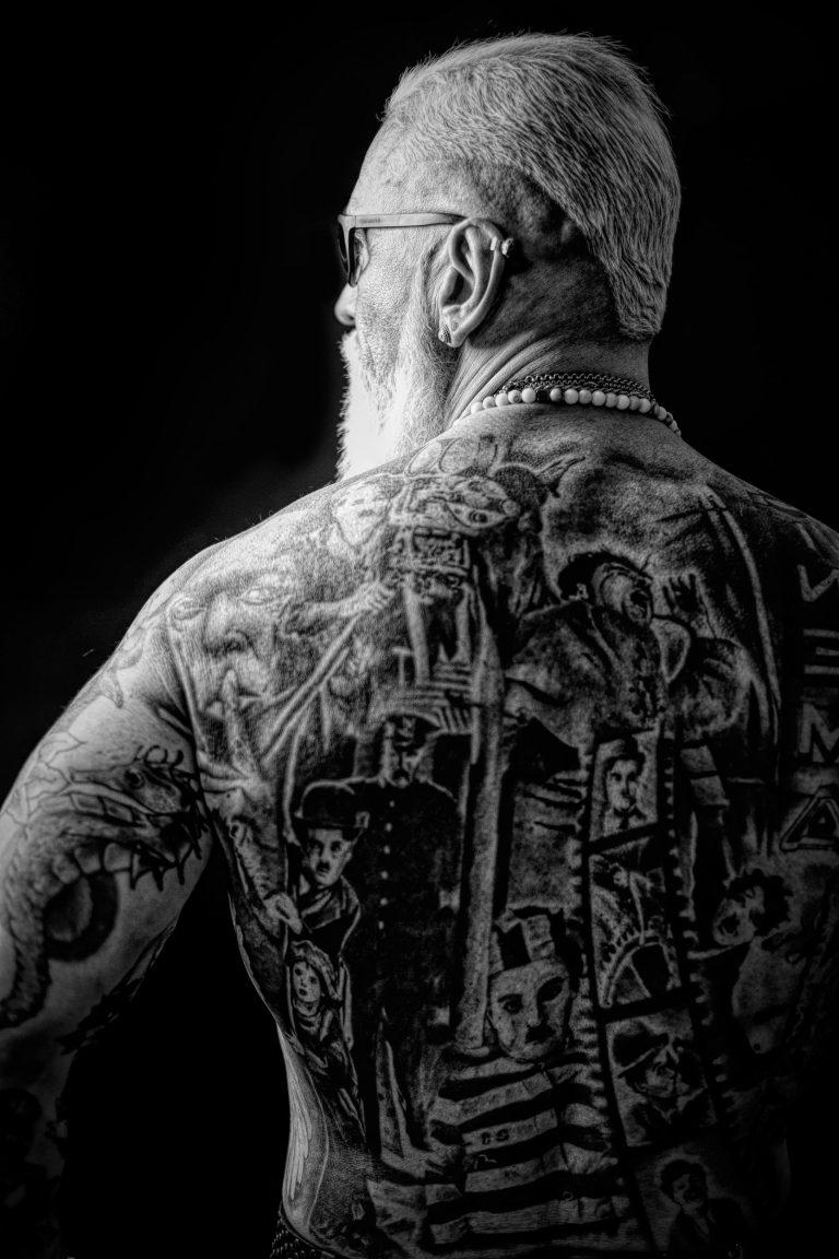 maener fotoshooting charli chaplin tattoo fotostudio bilifotos.ch portrait gregorio boiano tattoo und rock