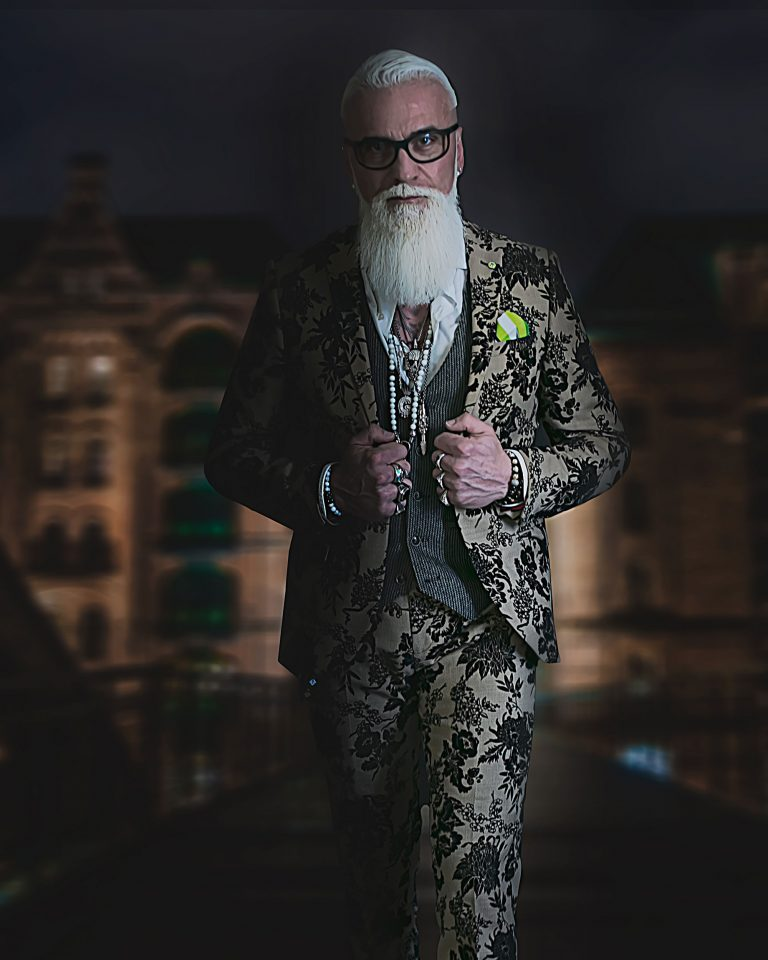 maener fotoshooting fotostudio bilifotos.ch portrait gregorio boiano tattoo und rock anzug nach mass zuerich